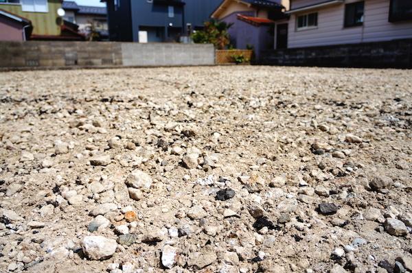 地盤改良費用は発生しないが別の問題で基礎工事に難関が…