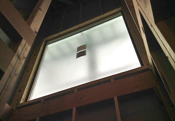 階段の窓は大きく設置!高さもあるから明るくなる。