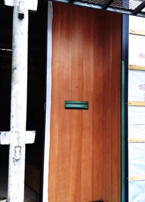 玄関 無垢羽目板