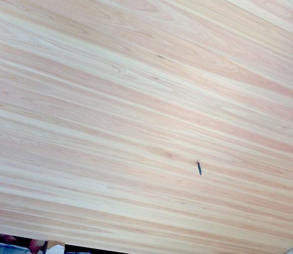 天井の羽目板は無垢の檜。和室にヒノキは嬉しい!