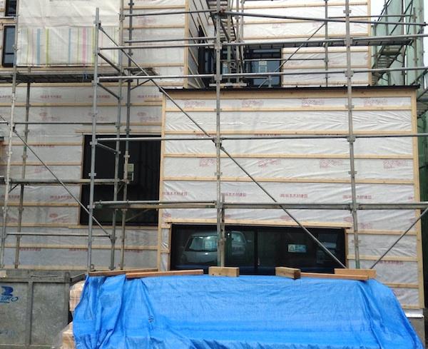 ガルバリウム鋼板の外壁施工方法。工事を待つのみ。