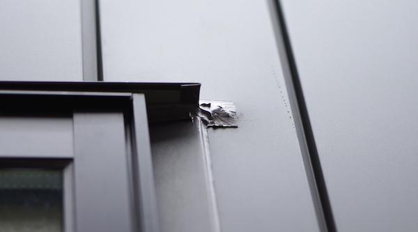 ガルバリウム鋼板コーキング