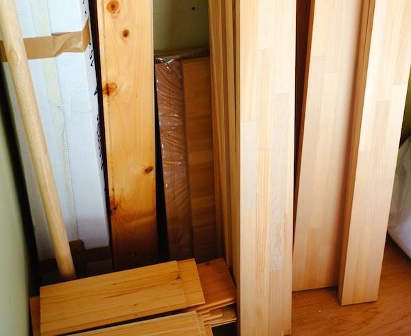 DIYで使う木材を大工さんにもらう。余った木で何作ろう。