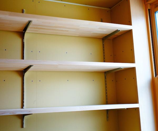 書斎の本棚がつきました。テンション上がる。