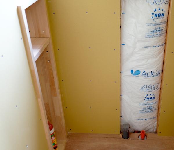 トイレにも棚がついて収納が増えます。