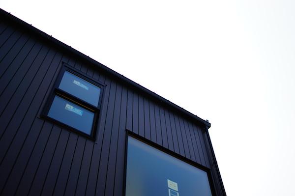 ガルバリウム鋼板の家