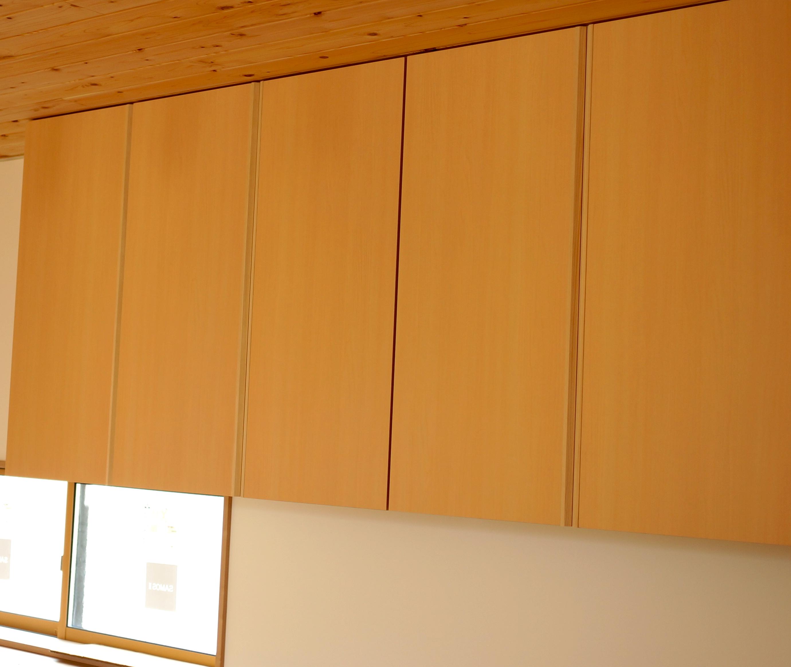 建具(室内ドア)は手作りの造作家具。デザイン統一させる。