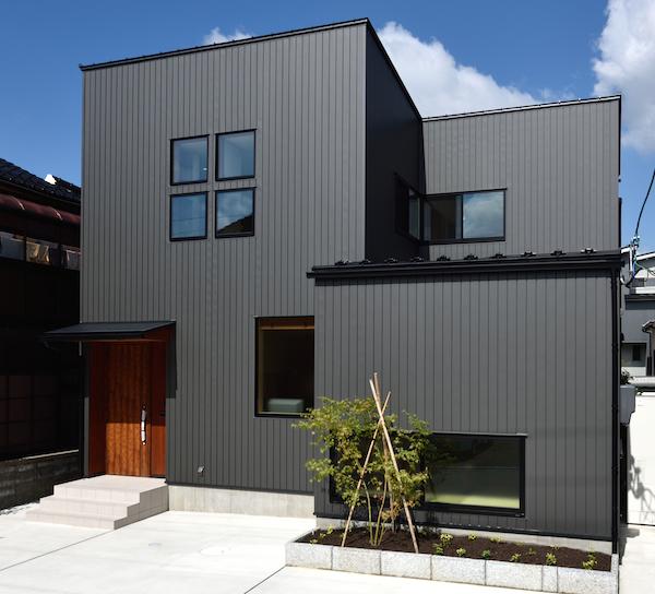WEB内覧会-ガルバリウム外壁偏- 新築の外観色はいぶし銀。