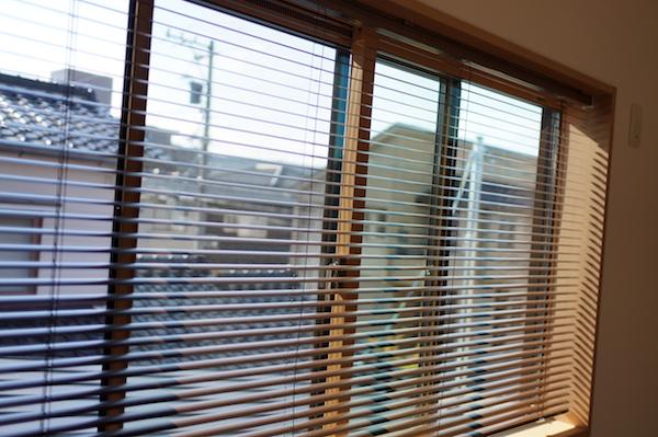 子供部屋窓カーテン