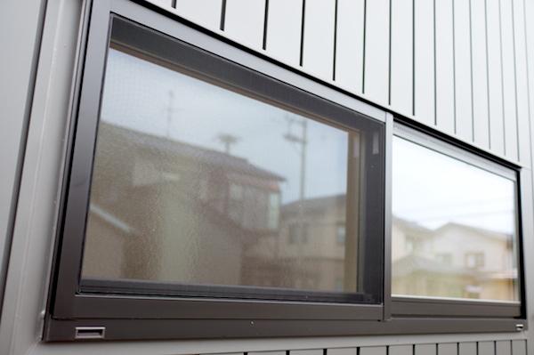 ガルバリウム外壁網戸