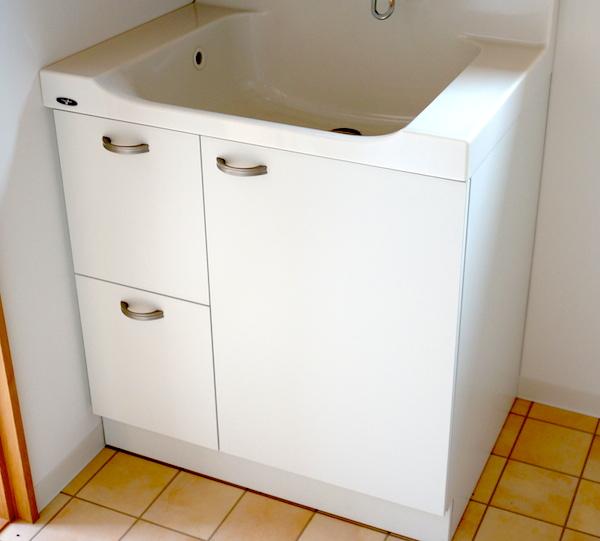 洗面台、交換だ!!ドレッサーの収納扉のカラーが違う!!