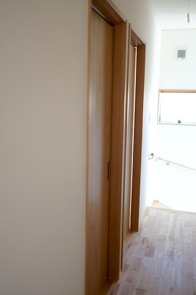 子供部屋廊下ドア