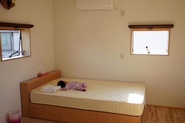 寝室インテリア窓