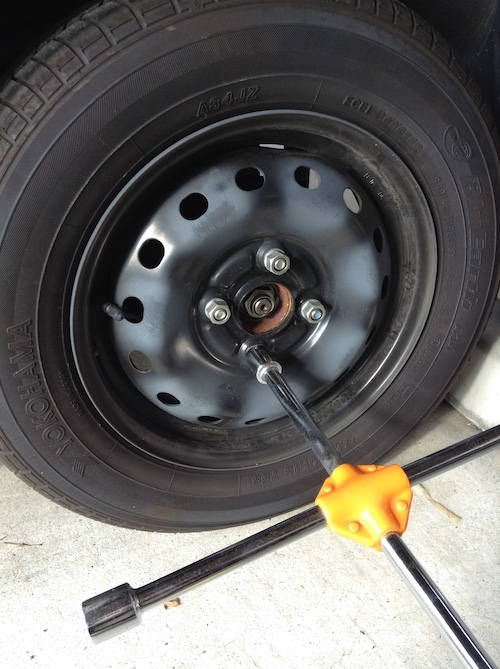 スタッドレスにタイヤ交換する時期。時間かけずに交換する方法。