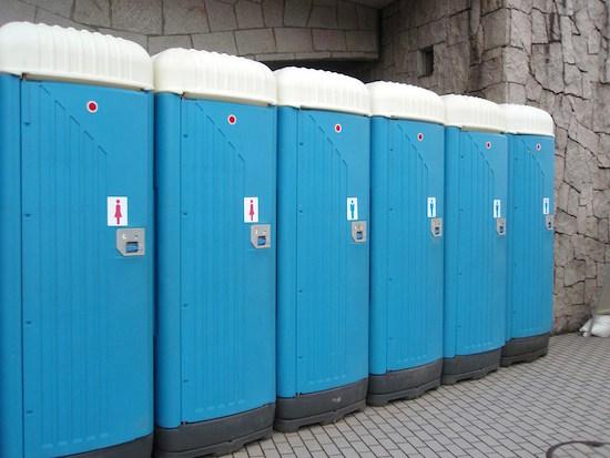 仮設トイレのナルホドな仕組み。リース料金の相場