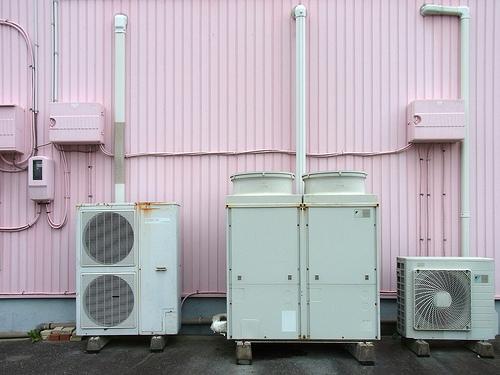 撤去したい!エアコンの処分費用はいくらなの?廃棄方法をご紹介。