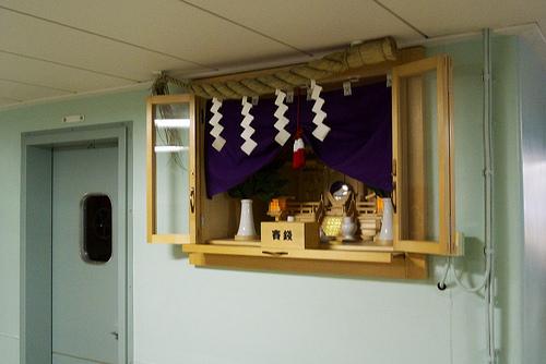神棚を設置する位置や方角は向きの祀り方は決まっている?