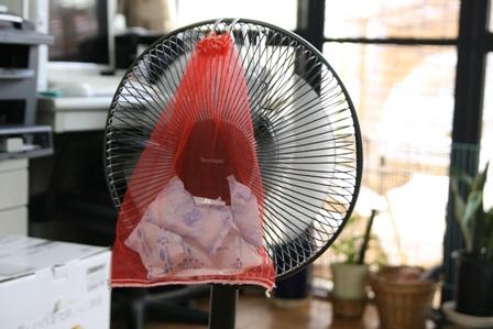 扇風機と保冷剤で涼しい!カバーやホルダーでもっと快適に!