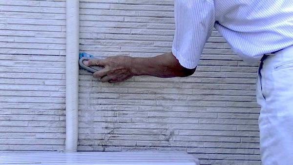 新築外壁の吹き付け 汚れ方がヒドい?キレイに落とす方法は?