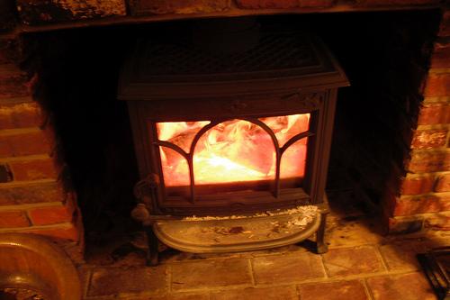 ガス暖炉のガス代高い!?暖かさの口コミとおすすめメーカー