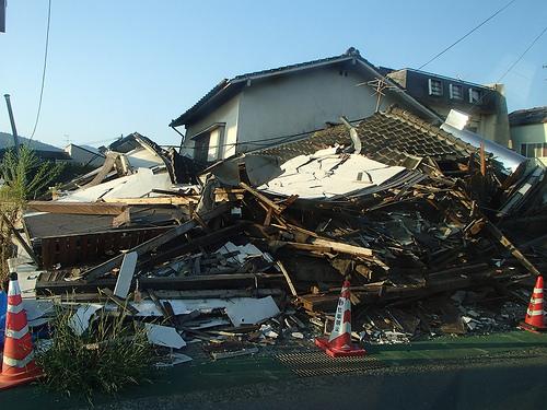 地震で家屋倒壊する家の特徴とは。木造が耐えられる震度は?