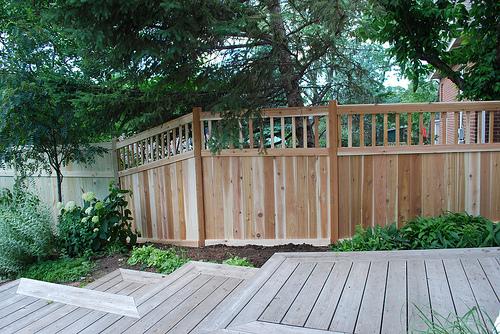 ウッドフェンスDIY 基礎と支柱が大事!簡単な木材でおしゃれ木製フェンス作り方