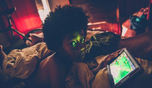 暗い部屋と明るい部屋での睡眠は身体にどんな影響の違いがある?